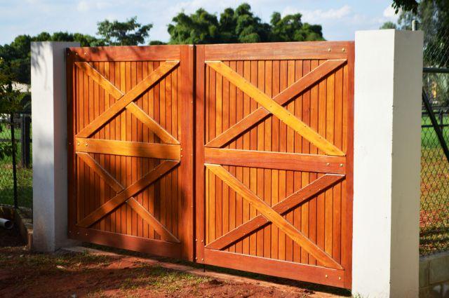 Portão de Madeira - MS 800