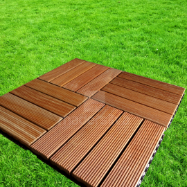 Deck Prático Cumarú Frisado 30x30cm - grama
