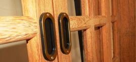 Porta Sacada de Correr Panorâmica Angelim Pedra - Medida 2,15m X 1,60m  detalhe puxador